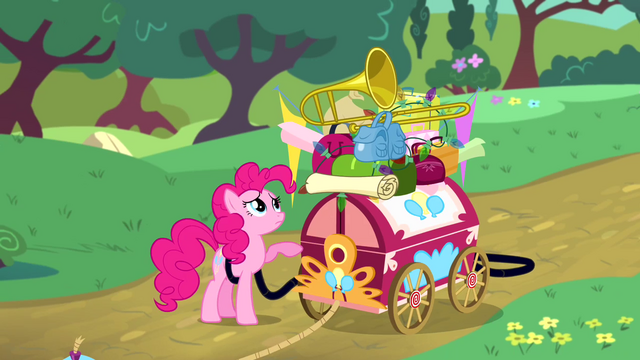 File:Pinkie Pie packing her things S4E12.png
