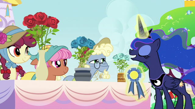 File:Princess Luna judging the royal rose contest S7E10.png