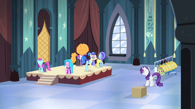 File:Sapphire and dancers rehearsing again S4E19.png
