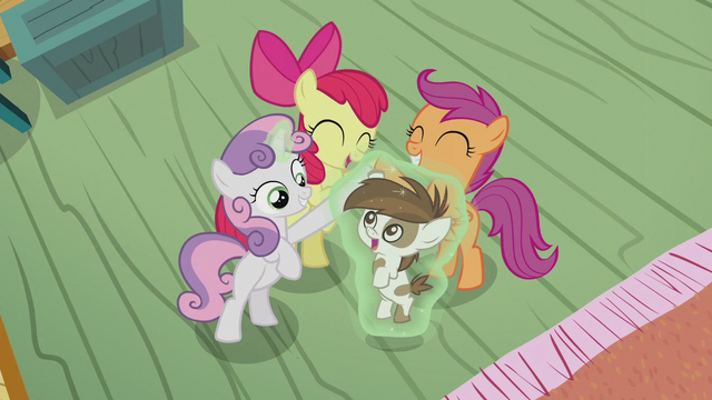 File:The Crusaders and Pipsqueak high-hoof S5E18.png