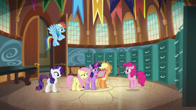 """File:Twilight """"some comfy beds to rest little heads"""" S5E19.png"""