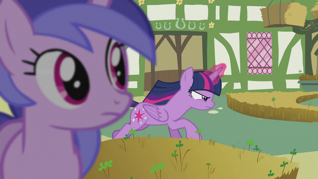 File:Sea Swirl sees Twilight running S5E9.png