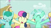 Sprinkle Medley, Sweetie Drops, and Lyra Heartstrings singing S02E18