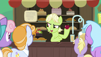 Young Granny Smith selling apples S7E13