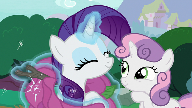 File:Rarity removing her flower costume S7E6.png