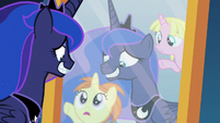 School fillies appear in Luna's reflection S7E10