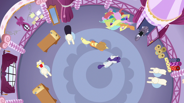 File:Overhead shot of Inky Rose leaving the boutique S7E9.png