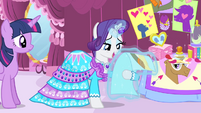 Rarity levitating Trenderhoof photo S4E13