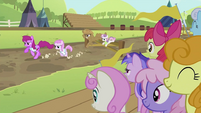 Rarity and Sweetie Belle jumping over the hurdle S2E05