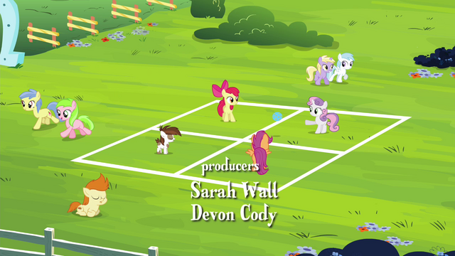 File:CMC and Pipsqueak playing with a ball S4E15.png
