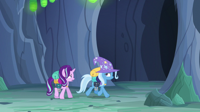 File:Starlight Glimmer trying to stop Trixie S6E26.png