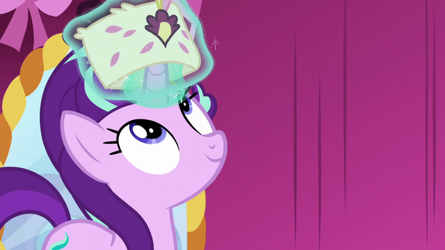 File:Starlight levitates a small hat over her horn S6E6.png
