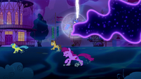 Ponies running from the Tantabus S5E13