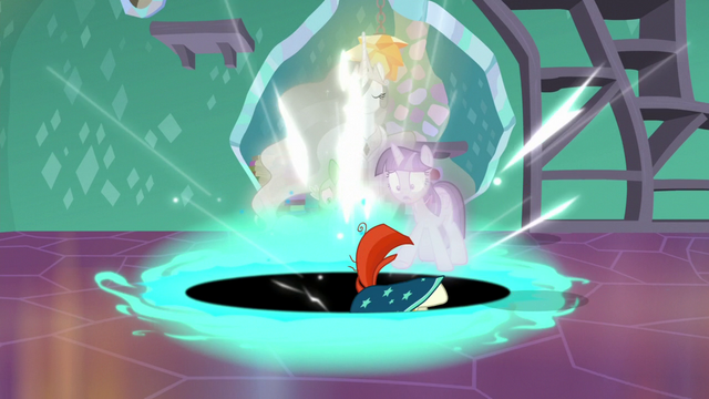 File:Sunburst gets pulled into the black hole S7E1.png