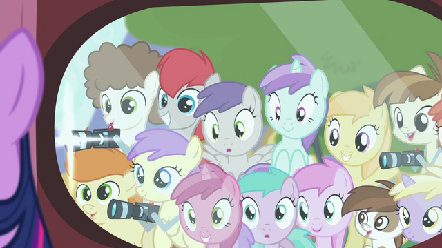 File:Foals looking at Twilight and taking pictures S4E15.png