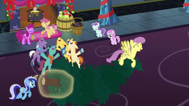 File:Ponies singing together S06E08.png