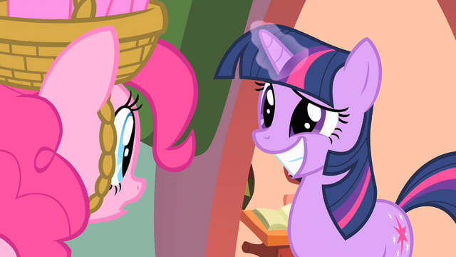 File:Twilight with a big grin S1E25.png