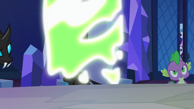 File:Pinkie Changeling turning back to normal S6E25.png