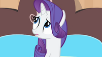 Rarity looking around the hotel room S4E08