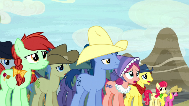 File:Appleloosa ponies in distress S5E6.png