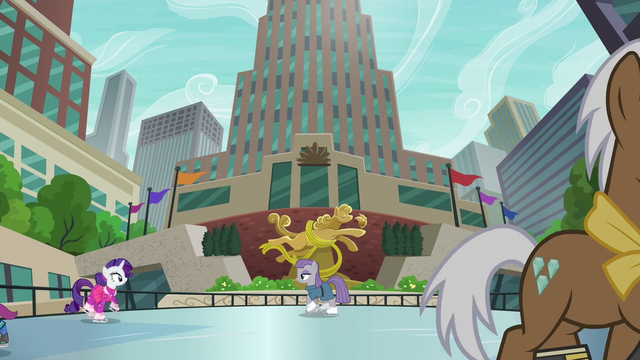 File:Maud and Rarity on the ice skating rink S6E3.png
