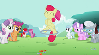 Apple Bloom using the hoop with one hoof S2E6