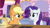 Rarity keeping Applejack in a good mood S7E9