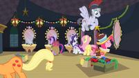 Ponies preparing backstage S2E11