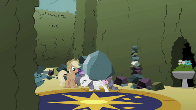 File:Rarity carrying the boulder S2E01.png