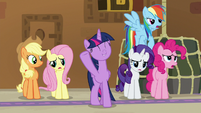 Twilight's friends are less excited S7E2