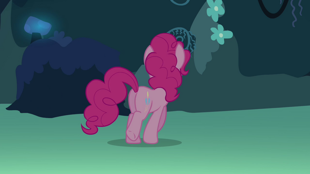 File:Pinkie walking S3E03.png