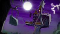 Lightning strike at Twilight's castle S5E21
