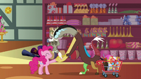 Discord thanks Pinkie Pie for her advice S7E12
