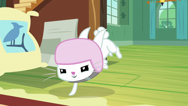 File:Angel starts the obstacle course S7E5.png