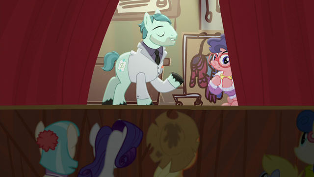 File:Curtain closes on act one S5E16.png