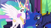 Celestia and Luna watch Twilight and Starlight hug S7E1