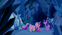 Princess Cadance singing to Twilight S2E26
