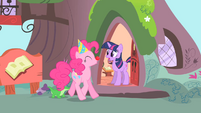 Pinkie Pie singing to Twilight 2 S1E25