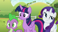 Rarity rolling her eyes at Applejack S6E10