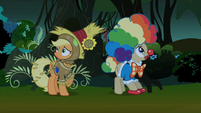 Applejack and Mayor in the wind S2E04