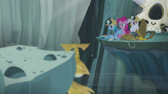 File:Gilda, Pinkie, and Rainbow look at the Idol S5E8.png