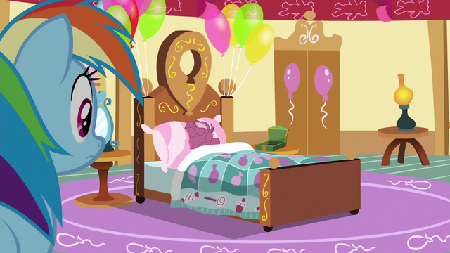 File:Rainbow finds Pinkie Pie in bed S6E15.png
