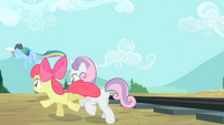 Rainbow Dash, Apple Bloom and Sweetie Belle going back S4E05