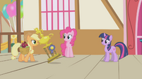 Applejack takes the trophy home S1E04