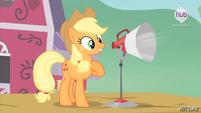 "Hot Minute with Applejack ""I'm Applejack"""