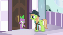 Spike helping Appleloosa delegate S5E10