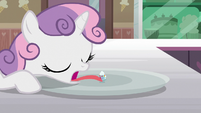 Sweetie Belle picks up Filly Clown Surprise with her tongue S7E6