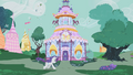 Rarity racing to Carousel Boutique S1E10.png