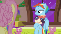 Snowdash looking at Flutterholly bored S06E08