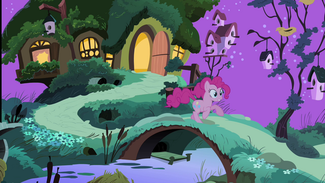 File:Pinkie Pie running S4E14.png